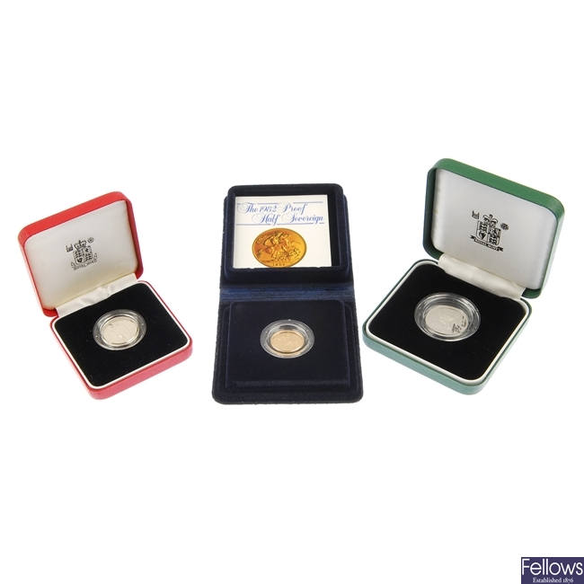 1982 Half Sovereign and 1992 Peidfort 10p and two proof coins