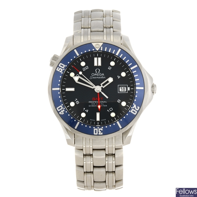 (411028100) A stainless steel automatic gentleman's Omega Seamaster GMT bracelet watch.