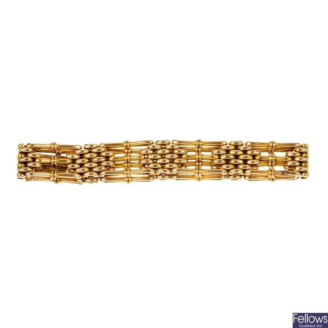 An early 20th century 15ct gold gate-link bracelet.