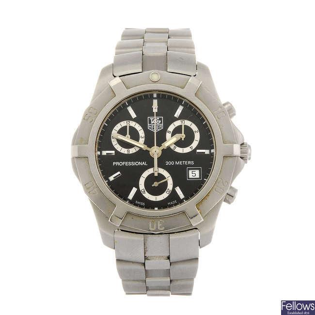 TAG HEUER - a gentleman's 2000 Series Exclusive chronograph bracelet watch.