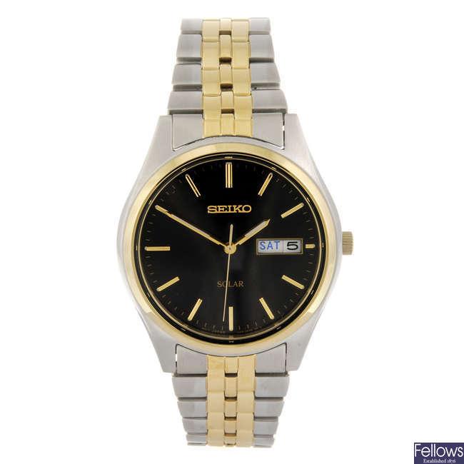 SEIKO - a gentleman's Solar bracelet watch.