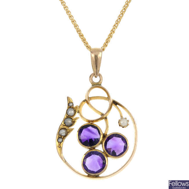 An early 20th century 9ct gold amethyst and split pendant.