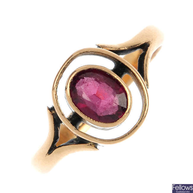 An early 20th century 18ct gold garnet ring.