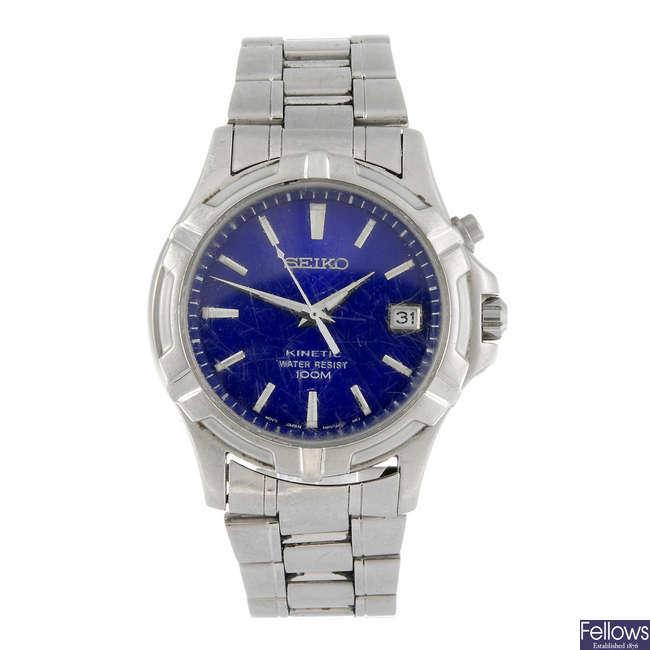 SEIKO - a gentleman's Kinetic bracelet watch.