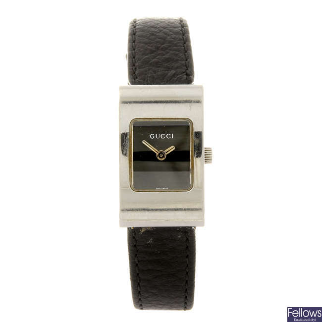 GUCCI - a lady's 2300L wrist watch.