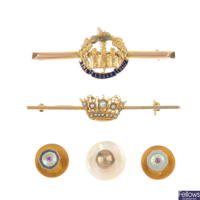 A selection of early to mid 20th century jewellery.
