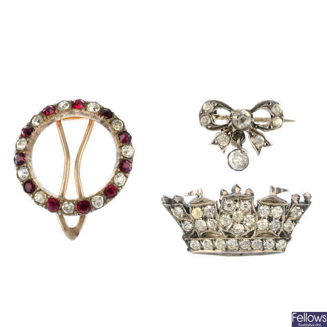 Three early 20th century paste brooches.