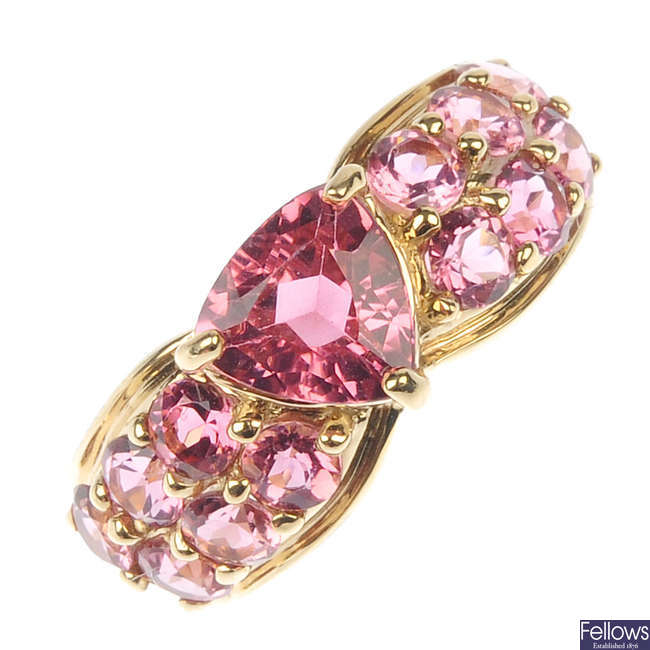 A 9ct gold tourmaline ring.