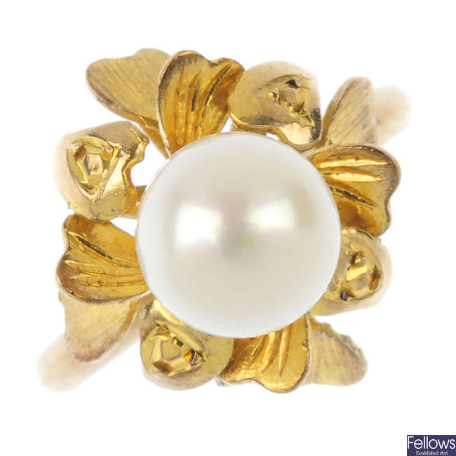 A cultured pearl floral ring.