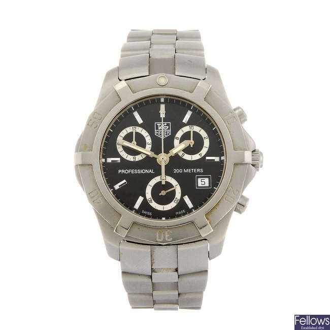 TAG HEUER - a gentleman's 2000 Series Exclusive chronograph bracelet watch.