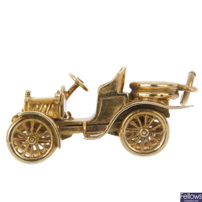 A 9ct gold automobile charm.