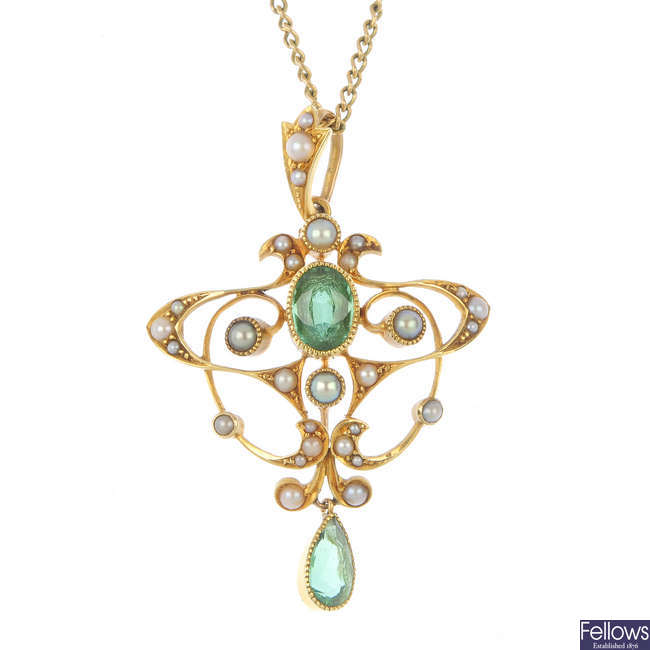 An early 20th century 15ct gold tourmaline and split pearl pendant.