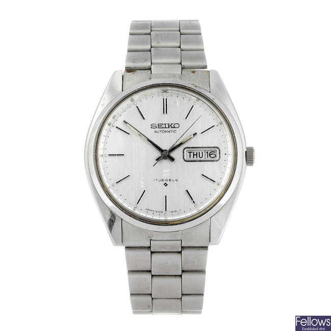 SEIKO - a gentleman's bracelet watch. Together with another Seiko bracelet watch.