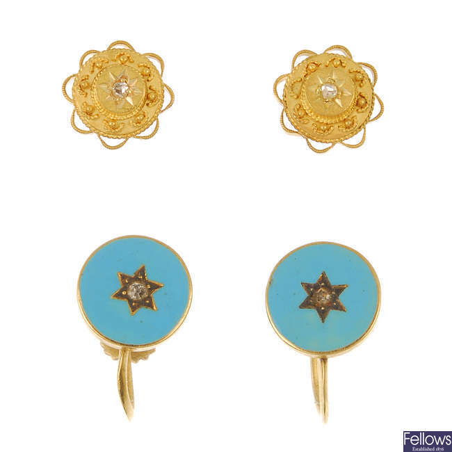 Two pairs of early 20th century 15ct gold earrings.