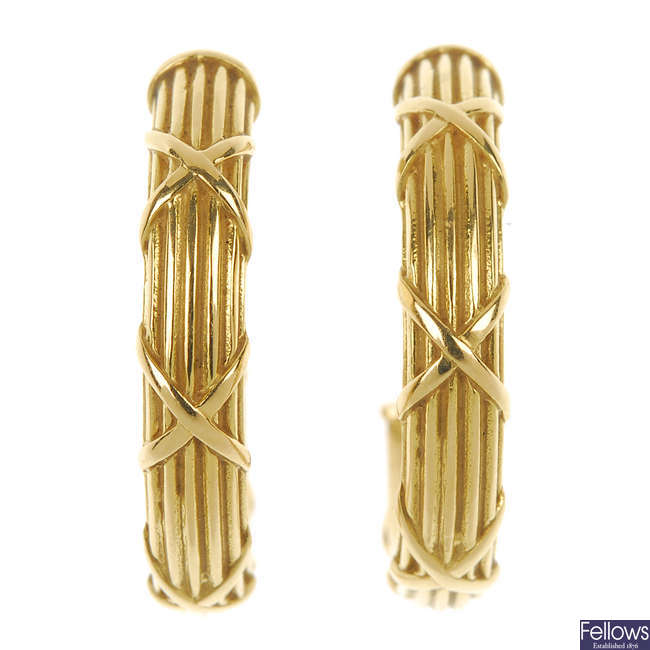 THEO FENNELL - a pair of 18ct gold ear hoops.