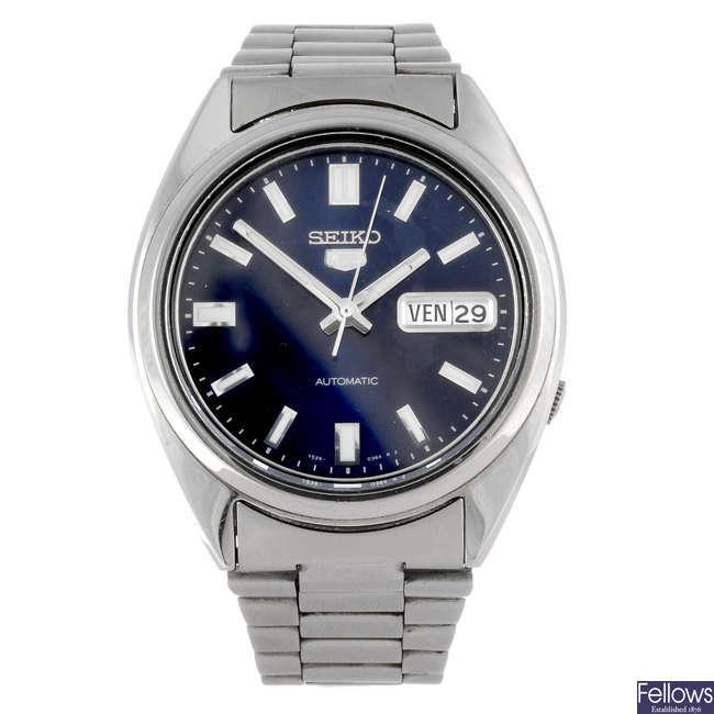 SEIKO - a gentleman's 5 bracelet watch.