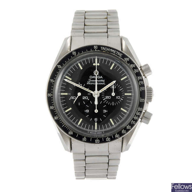 OMEGA - a gentleman's Speedmaster Professional bracelet watch.