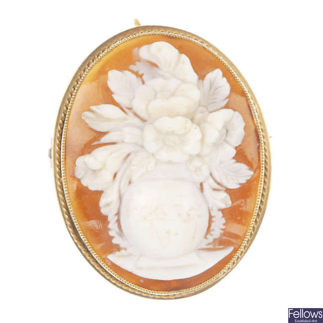 A 9ct gold shell cameo.