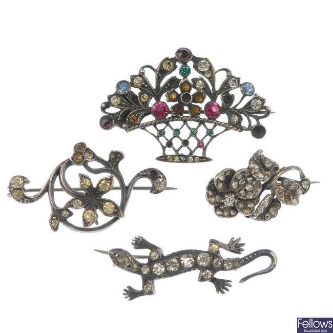 Ten items of early 20th century paste jewellery.