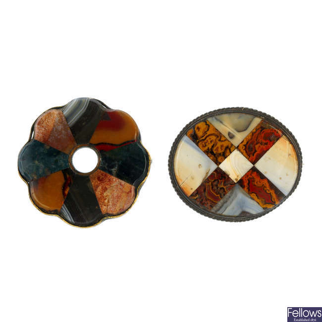 Four agate brooches, an agate pendant and an agate panel.