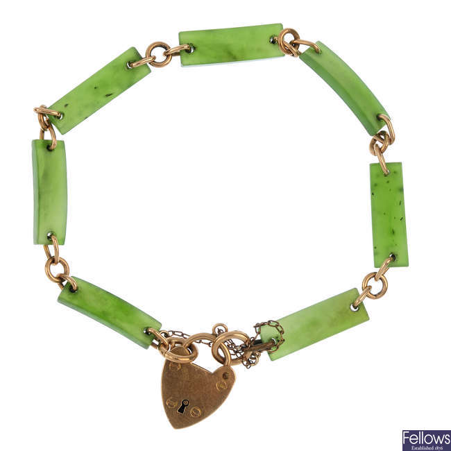 An early 20th century 9ct gold nephrite bracelet.