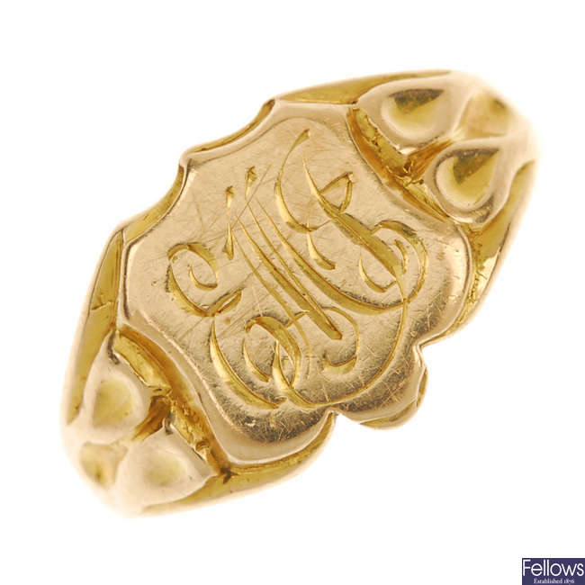 An early 20th century 18ct gold signet ring.