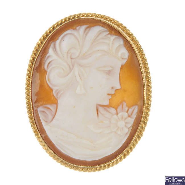 A 9ct gold shell cameo brooch.