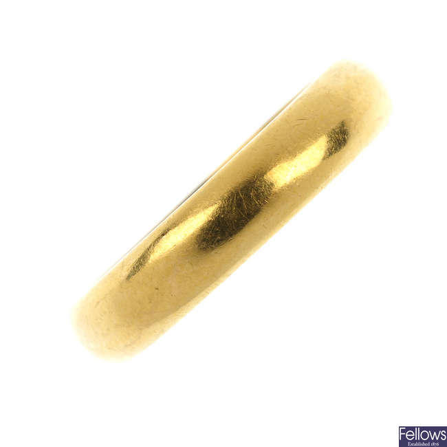 A 1930s 22ct gold band ring.