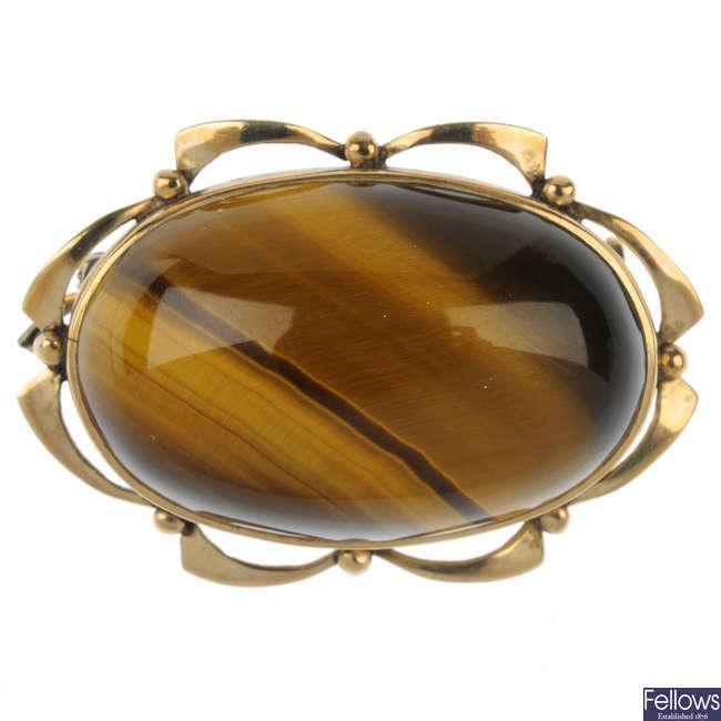 A mid 20th century tiger's-eye brooch.