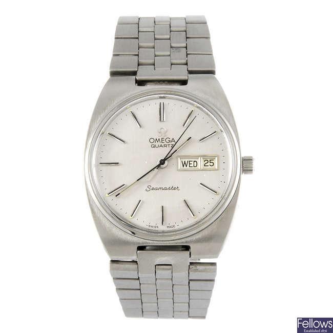OMEGA - a gentleman's stainless steel Seamaster bracelet watch.