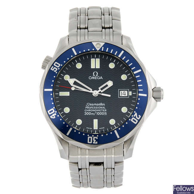 OMEGA - a gentleman's stainless steel Seamaster Professional bracelet watch.