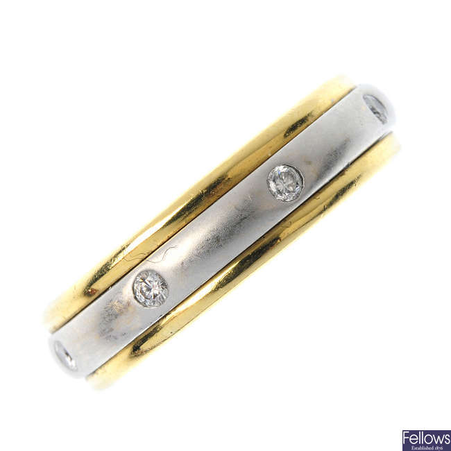 A diamond bi-colour swivel band ring.