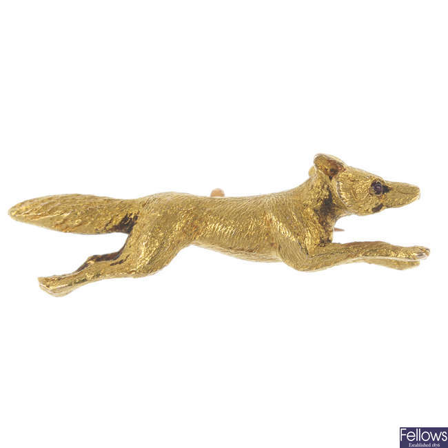 An early 20th century 15ct gold fox brooch.