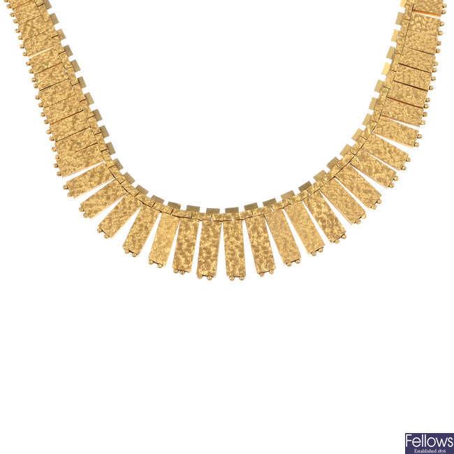 A fringe necklace.