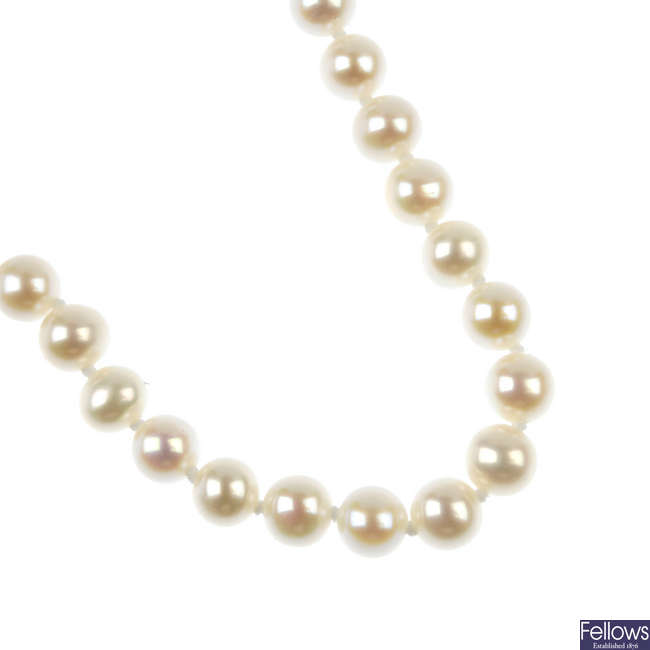 A cultured pearl single-strand necklace