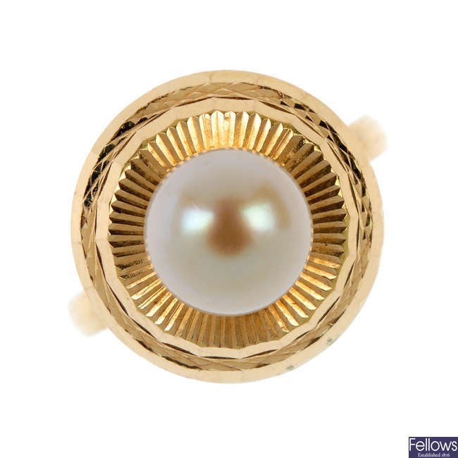 A cultured pearl ring.