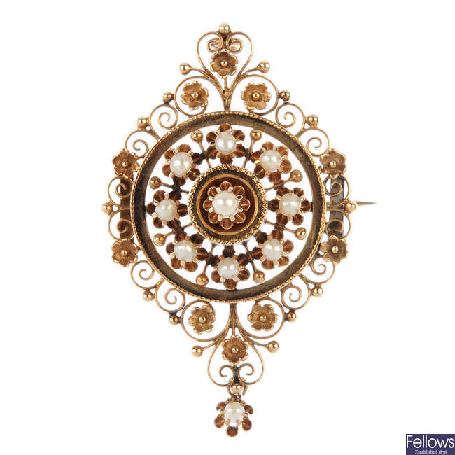 A mid 20th century continental split pearl floral pendant.
