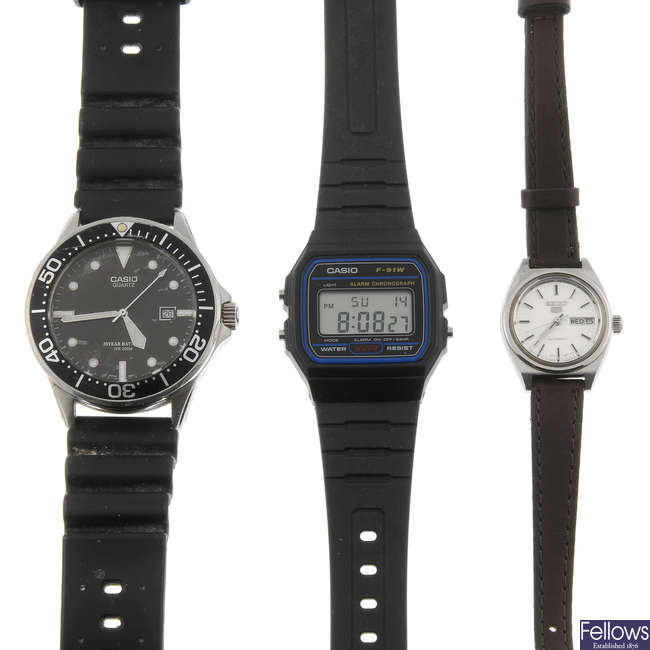 A selection of various watches, to include Seiko and Casio.