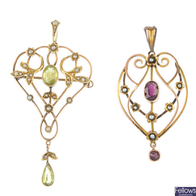 Two early 20th century 9ct gold gem and split pearl pendants.