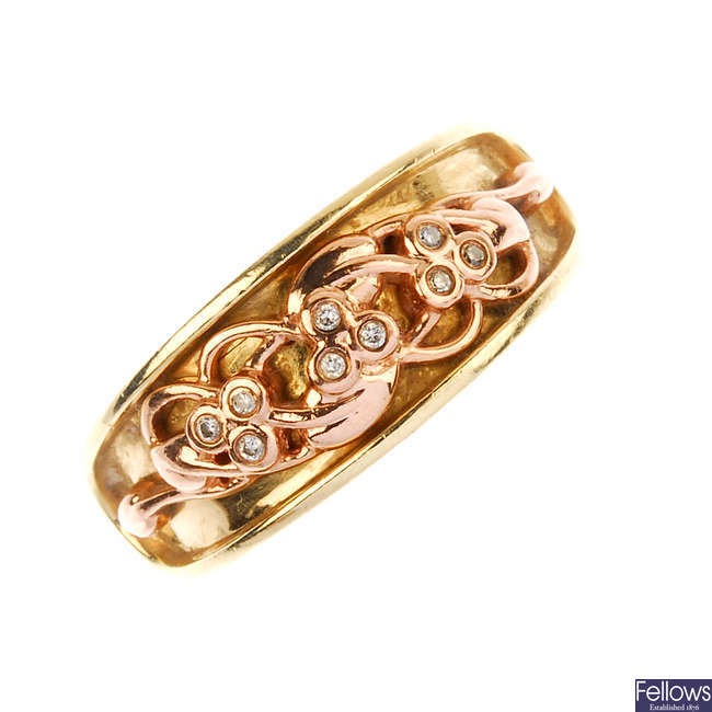 CLOGAU - a 9ct gold diamond ring.