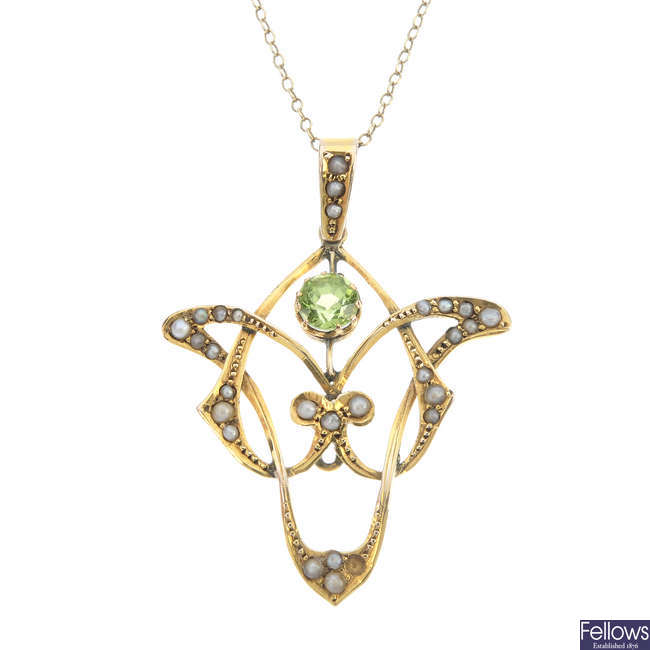 An Edwardian 9ct gold split pearl and peridot pendant.
