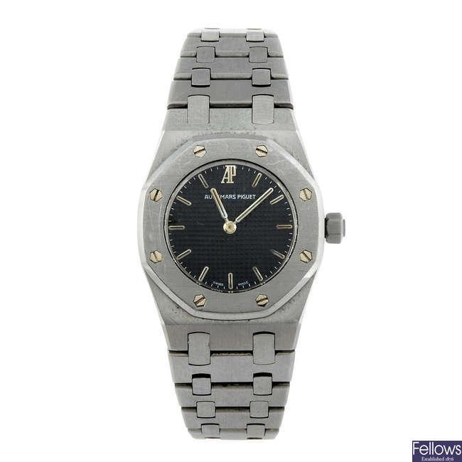 AUDEMARS PIGUET - a lady's stainless steel Royal Oak bracelet watch.