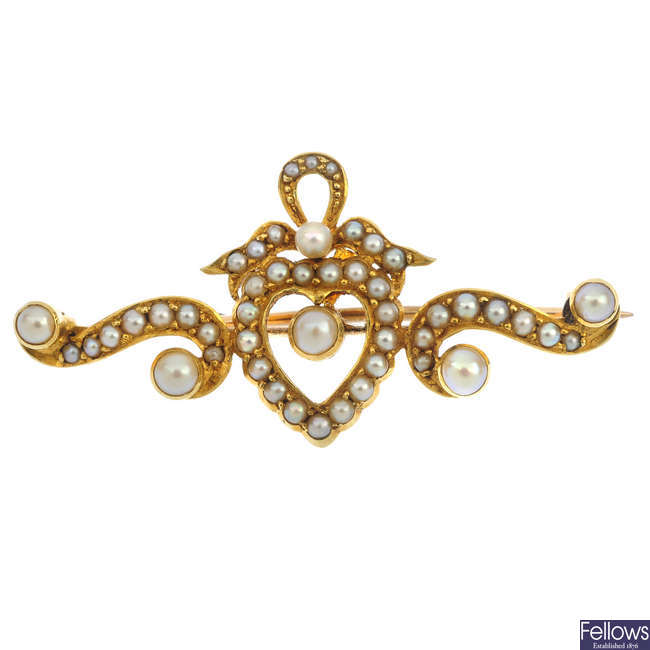 A late Victorian 18ct gold split and seed pearl brooch.