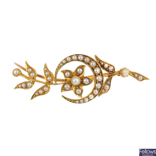 An early 20th century 18ct gold split and seed pearl brooch.