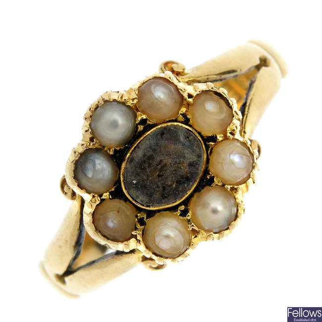 An early 20th century 18ct gold split pearl memorial ring.