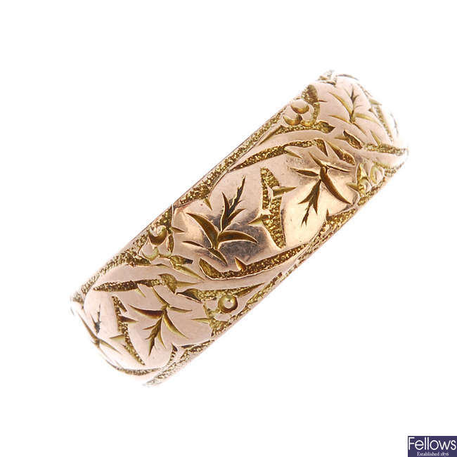 An early 20th century 9ct gold foliate band ring.