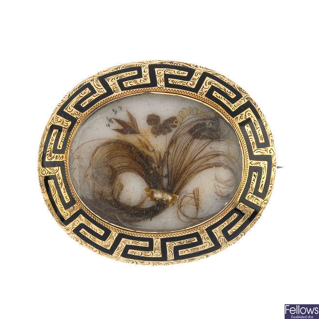 A late Victorian mourning brooch.