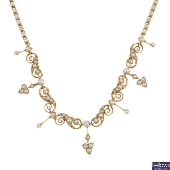 An early 20th century 15ct gold split pearl necklace.
