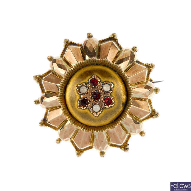 A late Victorian 9ct gold paste memorial brooch.