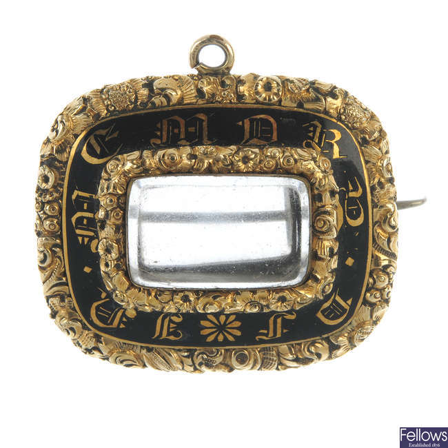 A George IV 9ct gold enamel mourning brooch.
